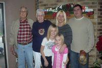 Kisah Haru Pasangan 62 Tahun Menikah yang Meninggal Bergandengan Tangan