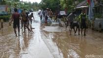 Banjir di Purworejo Surut, Warga Gotong Royong Bersihkan Lingkungan