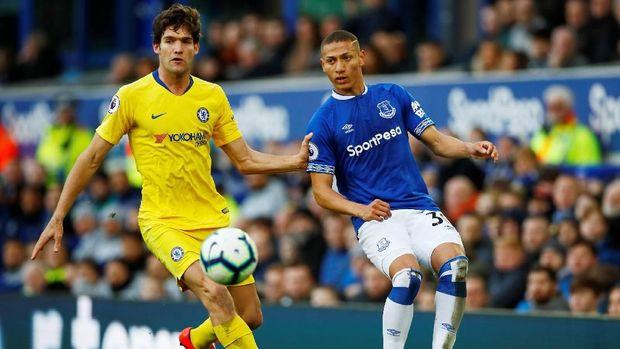 Chelsea hanya mampu menciptakan sejumlah peluang emas tanpa bisa dikonversi jadi gol. (