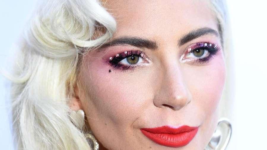 Belum Lama Putus, Lady Gaga Mesra-mesraan dengan Siapa?
