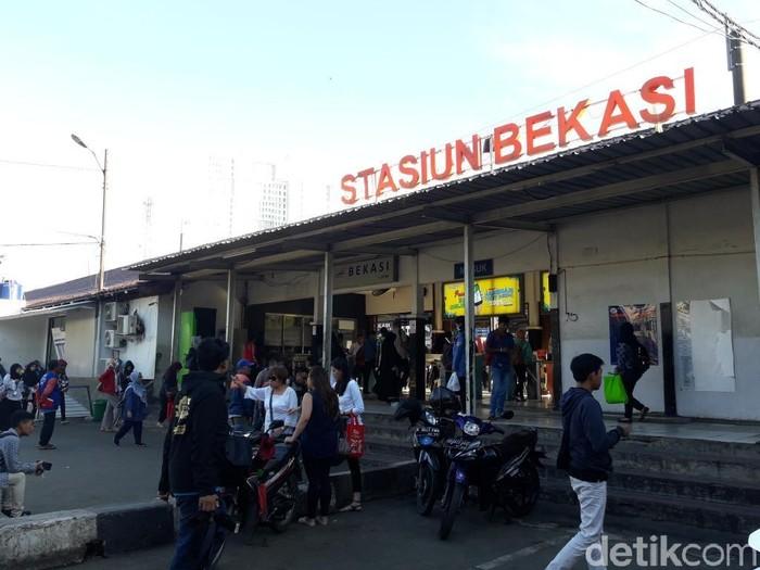 Suasana di Stasiun Bekasi (Foto: Isal Mawardi/detikcom)
