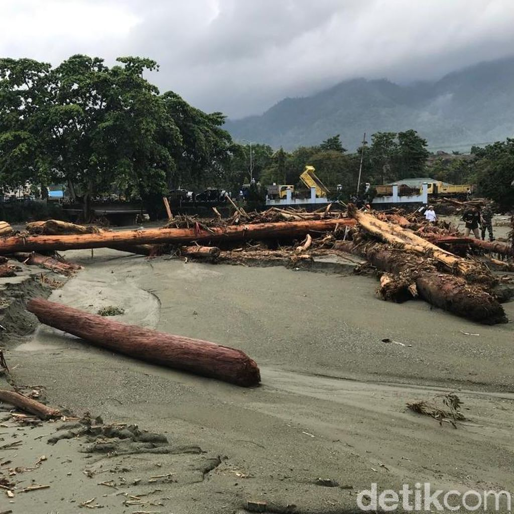 RS Bhayangkara Papua Sediakan Ruang Tunggu bagi Keluarga Korban Banjir Sentani