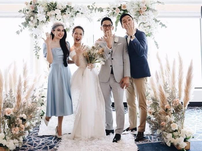 Inspirasi gaun bridesmaid berbahan satin dari pernikahan selebriti. Foto: instagram