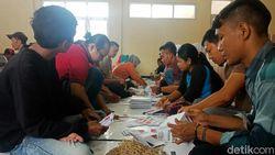 Upah Minim, Petugas Lipat Surat Suara di Garut Banyak yang Mundur