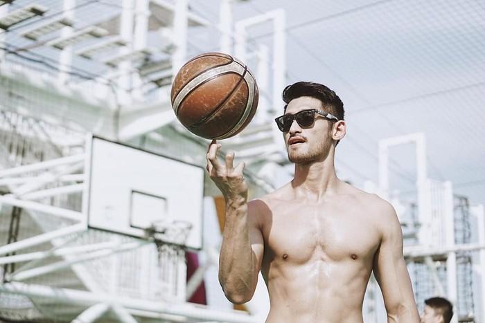 Saya sadar akan pentingnya olahraga sebagai investasi kesehatan di kemudian hari. Dan selain itu juga, hidup hanya 1 kali, saya ingin punya bentuk badan yang terbaik, ujarnya ketika ditanya alasannya berolahraga. (Foto: Instagram/@jryankarsten, ditampilkan atas izin yang bersangkutan.)