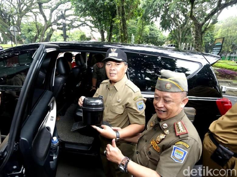 Razia Tempat Sampah, Petugas Usir 14 Mobil di Balkot Bandung