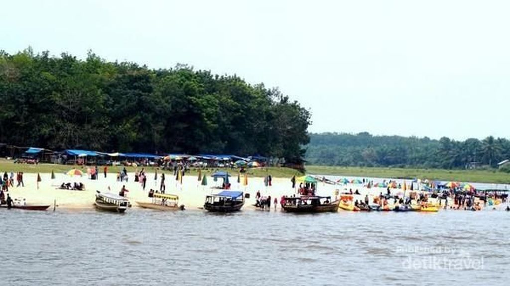 Terlihat Seperti Pantai, Ini Adalah Aliran Sungai di Riau