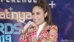 Pergi ke Konser saat Diundang Syahrini, Ayu Dewi Dinyinyirin Netizen