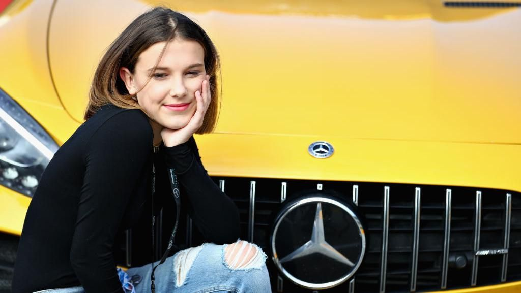 Gaya Manis Millie Bobby Brown, Aktris yang Dikabarkan Pacari Romeo Beckham