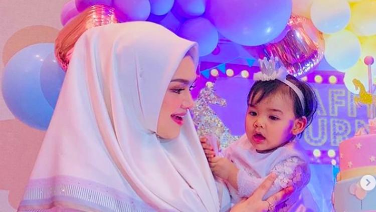 Untaian Doa Manis Siti Nurhaliza di Ultah Pertama Putrinya