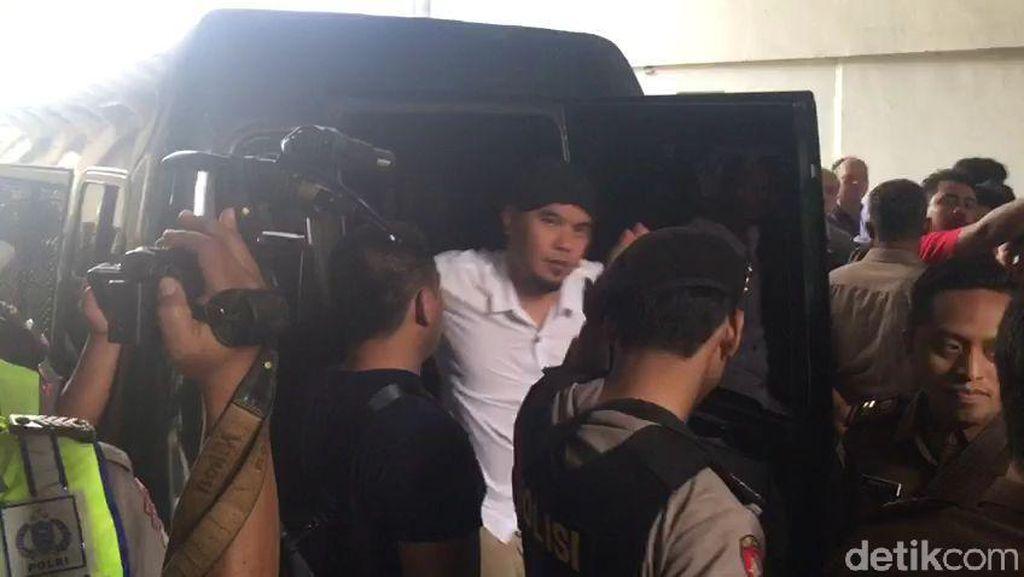 Diawali Surat Kangen, Sidang Idiot Ahmad Dhani Diakhiri Ucapan Syukur