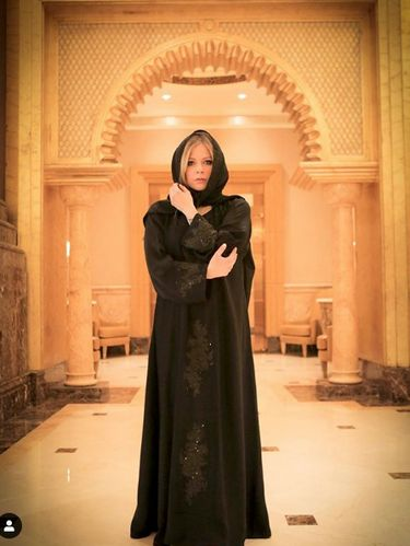 Avril Lavigne Pakai Kerudung di Abu Dhabi, Dikira Muallaf