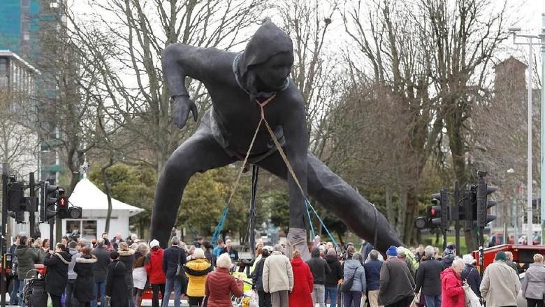 Ini Patung Perunggu Terbesar di Inggris Foto: Reuters