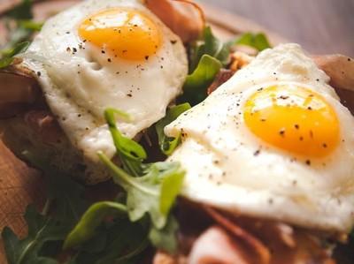 Apa Benar Makan Telur Bisa Sebabkan  Kolesterol Darah Naik?