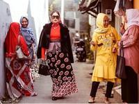1. Ussy Sulistiawaty Pakai Barang Mewah di Gang Sempit, Gayanya Jadi Viral