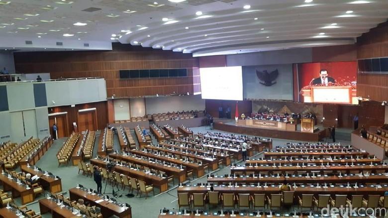 Sepi, Banyak Bangku Kosong di Paripurna DPR Pengesahan Hakim Konstitusi