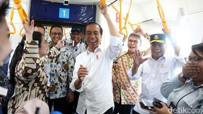 Jokowi Jajal MRT Jakarta/Foto: Rengga Sancaya