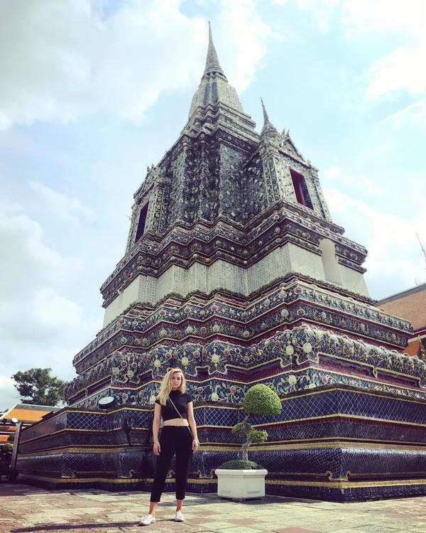 Ana pernah berkunjung ke Wat Pho di Thailand. (ana_d_armas/Instagram)