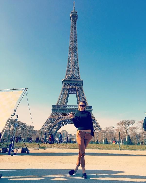 Saat liburan ke Paris, Prancis. (ana_d_armas/Instagram)