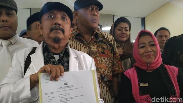Kuasa hukum Koalisi Masyarakat Anti-korupsi dan Hoaks (Kammah) Eggi Sudjana melaporkan Agum Gumelar ke Bareskrim Polri. (Audrey Santoso/detikcom)