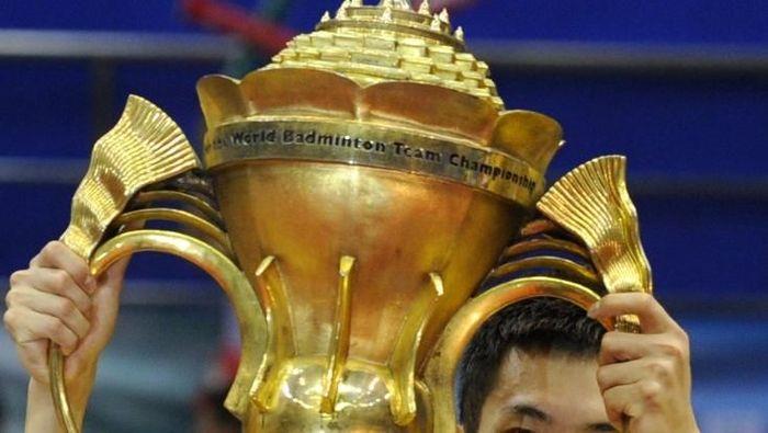 Trofi Piala Sudirman 2019 (LIU JIN / AFP)