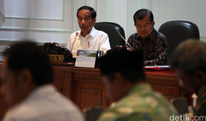 Presiden Joko Widodo (Jokowi) pagi ini kembali mengumpulkan beberapa menteri kabinet kerja dan pejabat tinggi daerah untuk rapat terbatas (Ratas) mengenai kemacetan di Jabodetabek.
