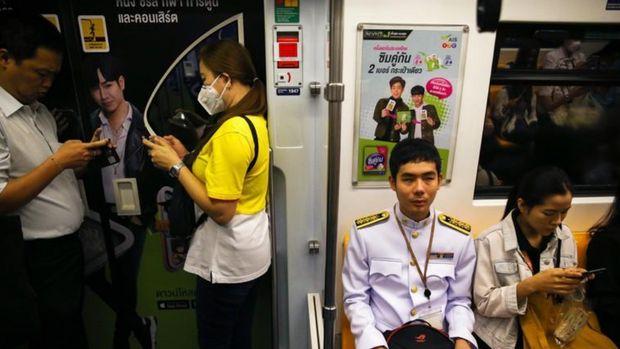 Damkerng Mungthanya di dalam kereta (Reuters/Athit Perawongmetha)