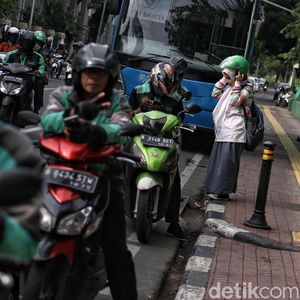Cuma Antar Barang dan Makanan saat PSBB, Driver Ojol: Nggak Nutup