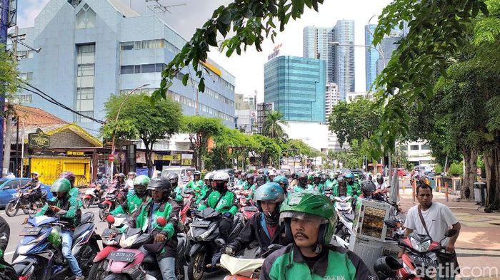 Demo Ojek Online di Surabaya