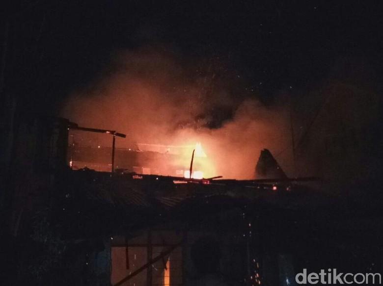 Bensin Eceran Sebabkan Kebakaran Rumah di Banyuwangi, 1 Orang Tewas