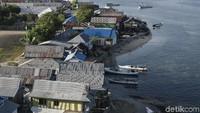 Penduduk Pulau Messah lumayan padat. Kurang lebih 700 hingga 800 kepala keluarga disana adalah suku Bajo yang memiliki mata pencaharian utama sebagai nelayan.