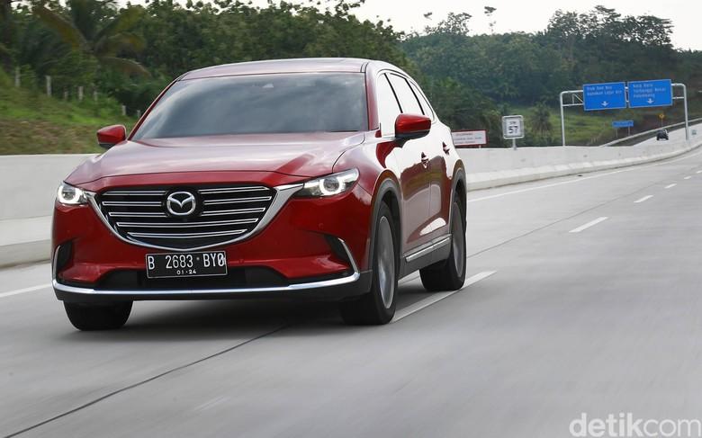 Merasakan mulusnya tol terpanjang Indonesia dengan Mazda CX-9. Foto: Dikhy Sasra