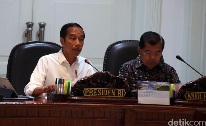 Dalam pembukaan rapat, Jokowi meminta kepada seluruh pejabat pusat maupun daerah untuk segera mempercepat pengintegrasian moda transportasi di Jabodetabek.
