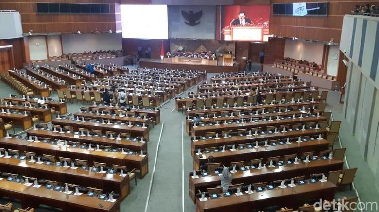Rapat Paripurna, Fadli Zon Ajak Anggota DPR Doakan Petugas KPPS yang Wafat