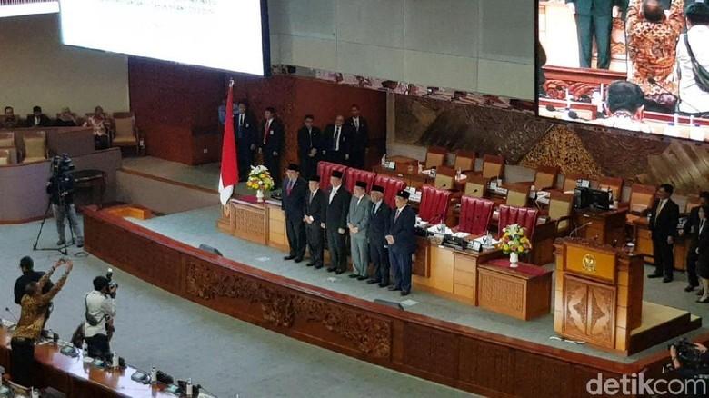 DPR Sahkan Aswanto dan Wahiduddin sebagai Hakim Konstitusi