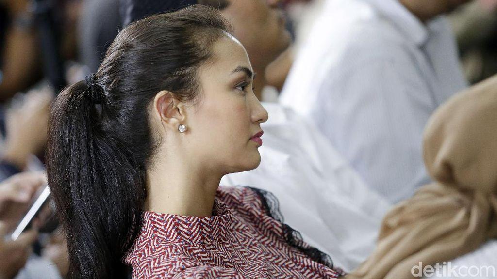 Atiqah Hasiholan Absen Temani Ratna Sarumpaet