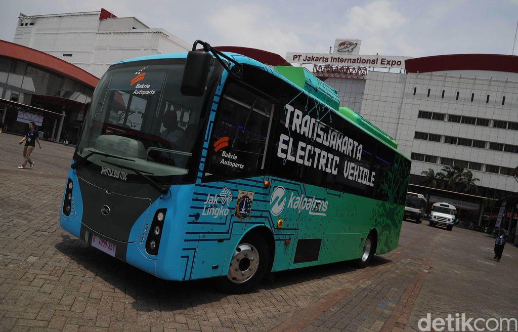 Transjakarta membawa dua buah konsep bus listrik ke pameran Busworld South East Asia 2019 di Jiexpo Kemayoran, Jakarta. Seperti ini bentuknya.