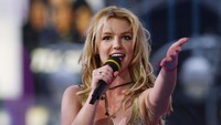 Selain itu Britney Spears juga pernah tertangkap kamera dengan bulu ketiak halus yang tak dicukur pada tahun 2003 lalu.Scott Gries/Getty Images