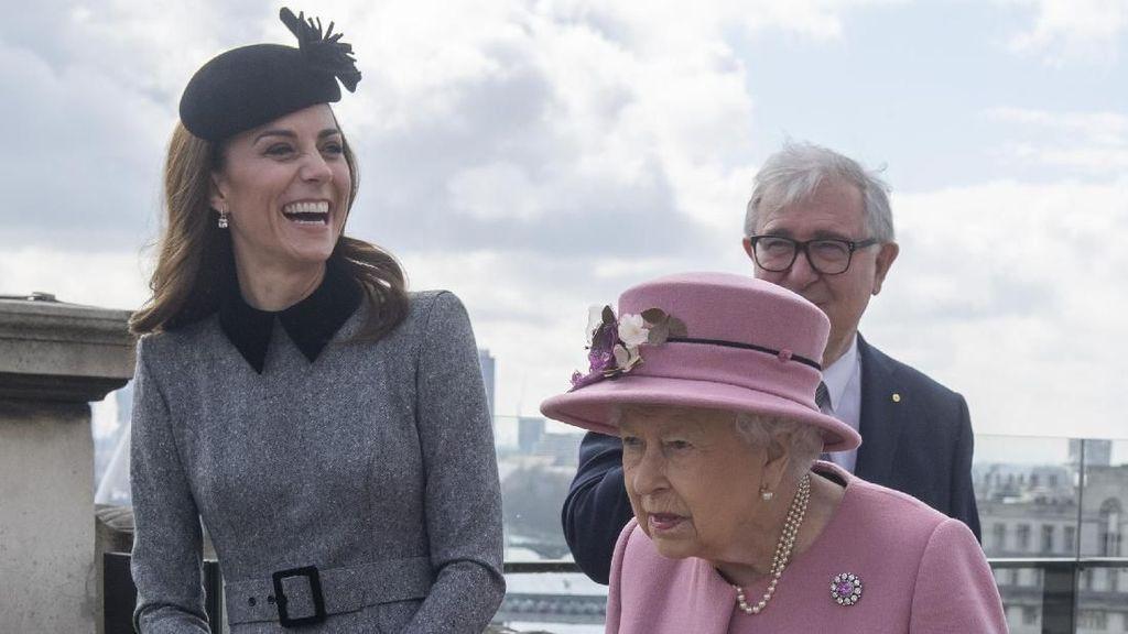 Foto: Perdana, Kate Middleton Temani Ratu Elizabeth II Kunjungan Resmi