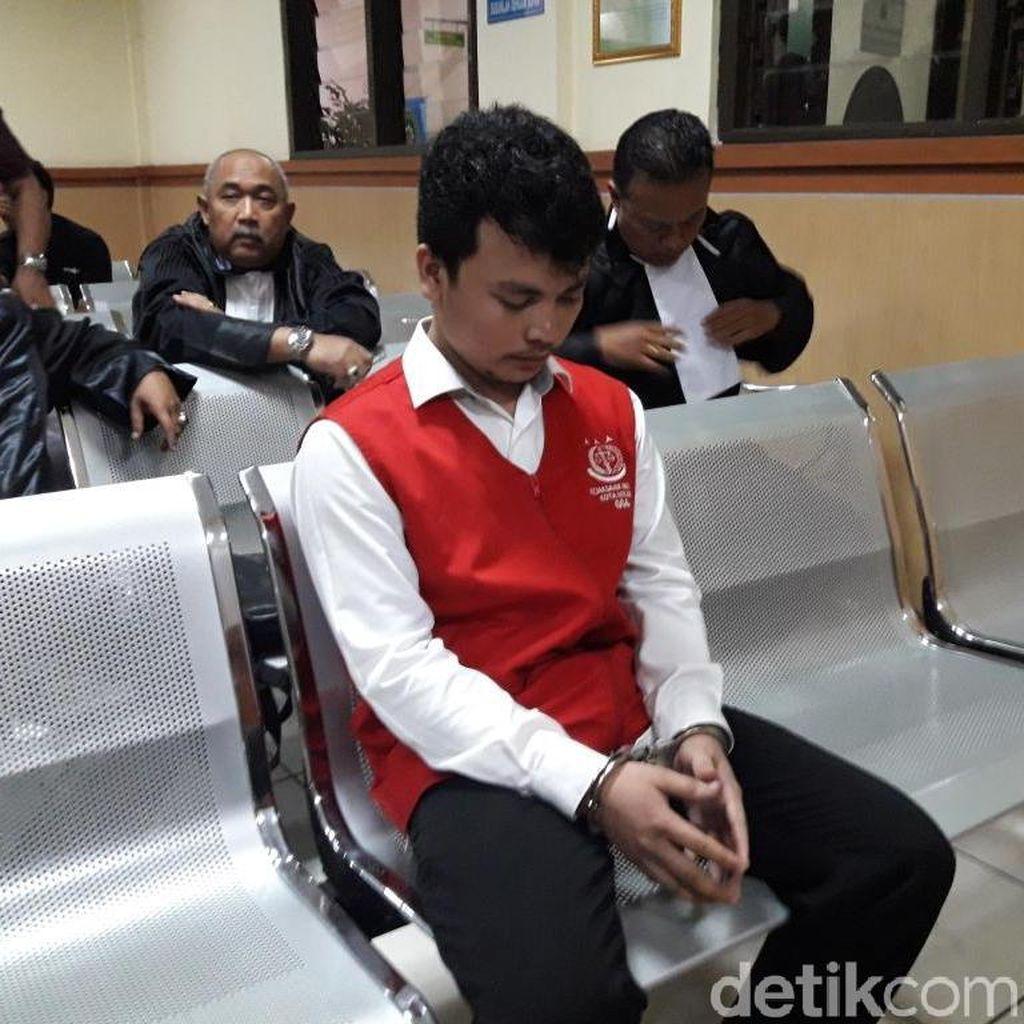 Sidang Tuntutan Harris Kasus Pembunuhan Satu Keluarga di Bekasi Ditunda
