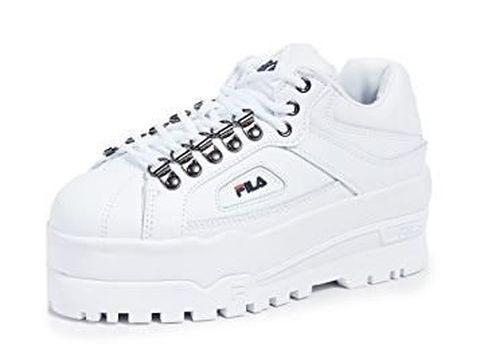 Tak Harus Pakai High Heels, 5 Sneakers Keren Ini Bisa