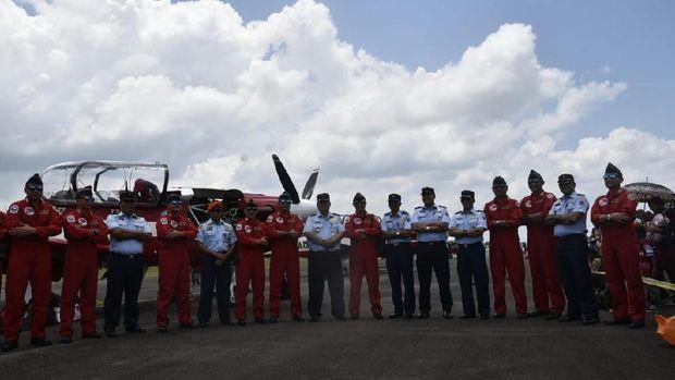 Anggota Jupiter Aerobatic Team (JAT) TNI AU.