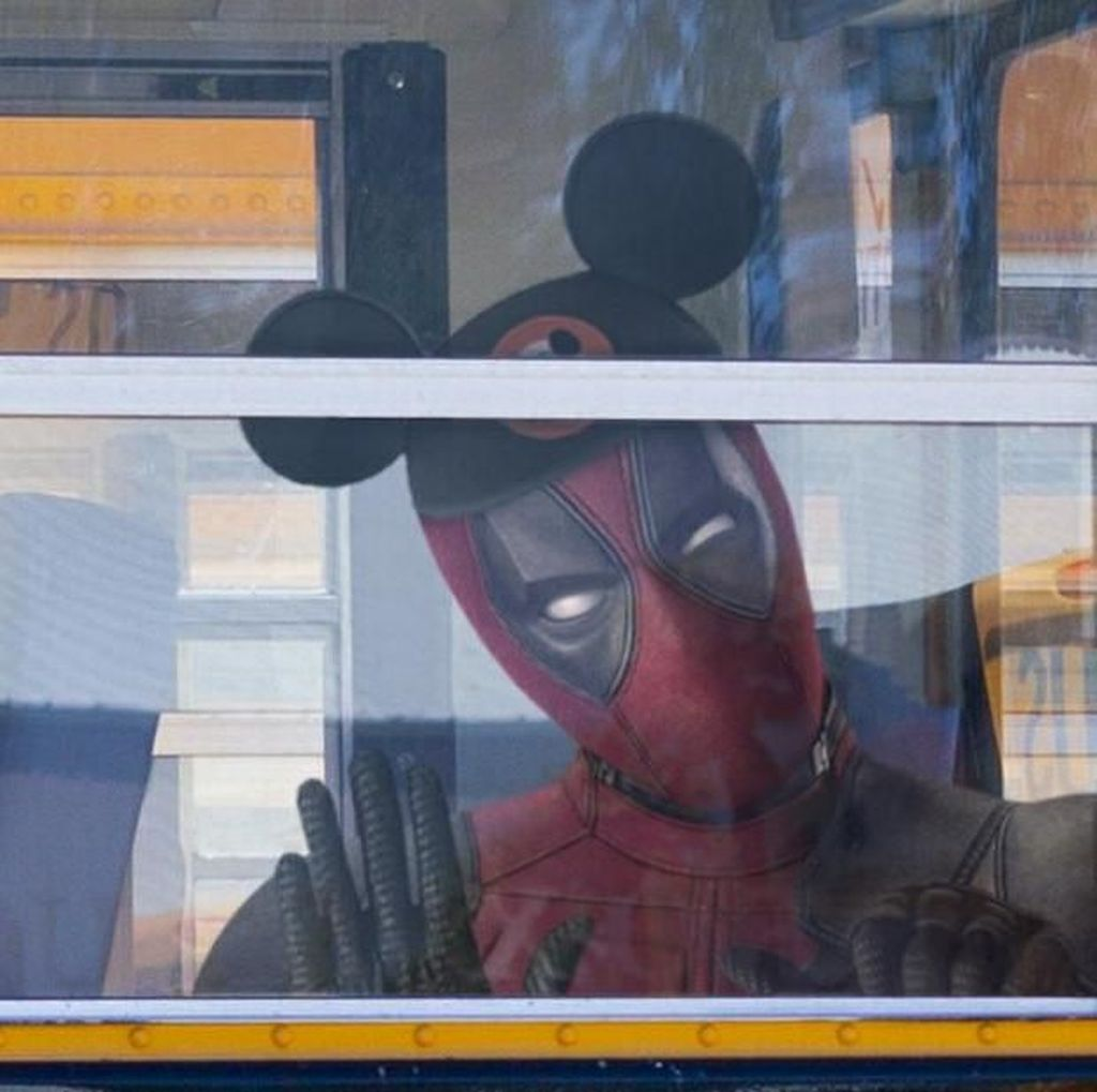 Sambut Merger Disney-Fox, Deadpool Tampil Bertopi Mickey Mouse