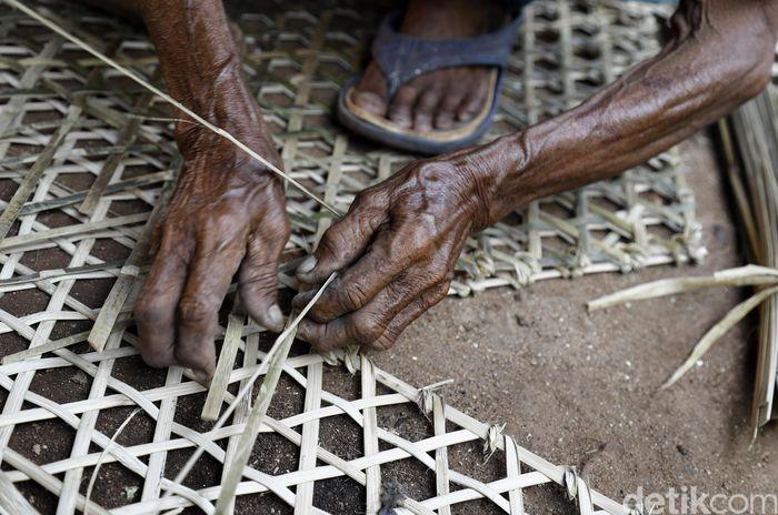 Hal itu karena pengunaan bubu saat ini sudah jarang sekali digunakan oleh nelayan sehingga perajin bubu sangat jarang ditemui.