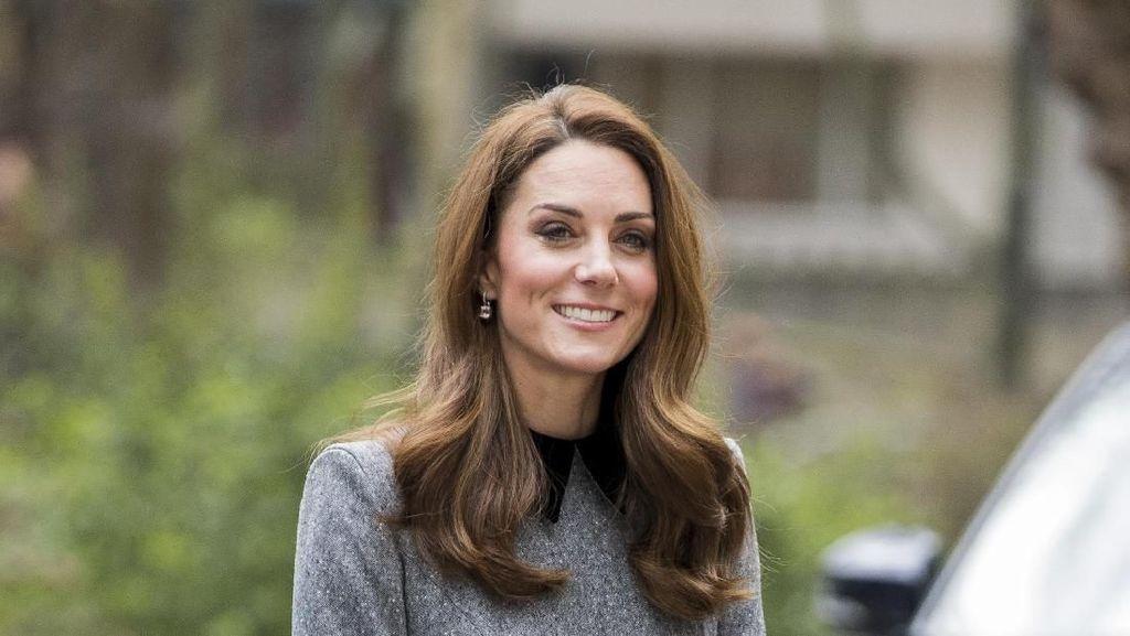 Kate Middleton Dikira Tak Pakai Bra, Ussy Sulistiawaty Pamer Bulu Ketiak