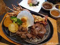 Lihat Aksi Seru Chef Memasak Omi Beef di 'Spring Teppanyaki'