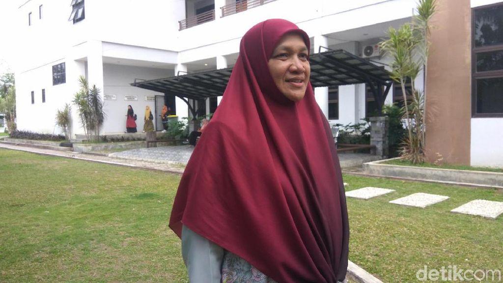 Umi Malaya Mahasiswi 55 Tahun Targetkan Lulus Cepat di UIN Aceh