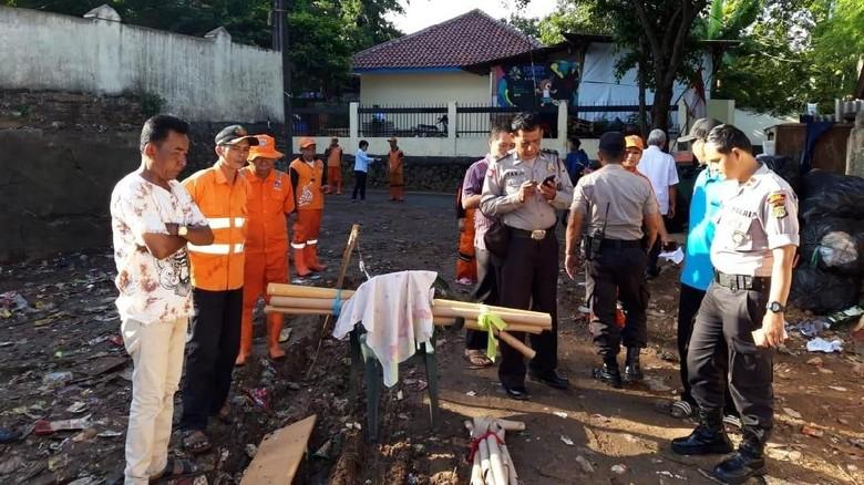 Polisi Cari Pembuang Mayat Bayi Terlindas Truk di Tempat Sampah Pasar Minggu