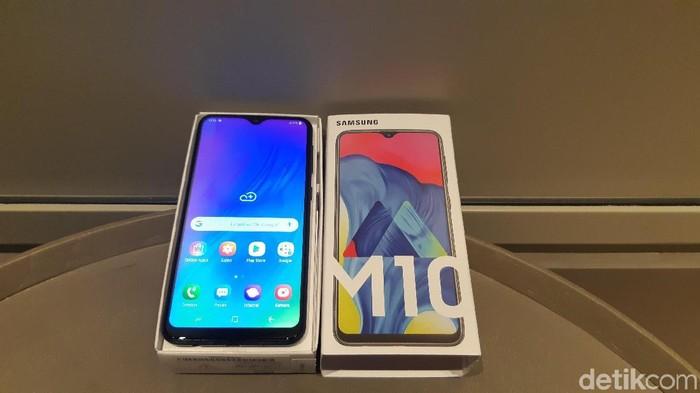 Harga Samsung Galaxy M10 di Indonesia tak beda jauh dengan di India. (Foto: Virgina Maulita Putri/detikINET)