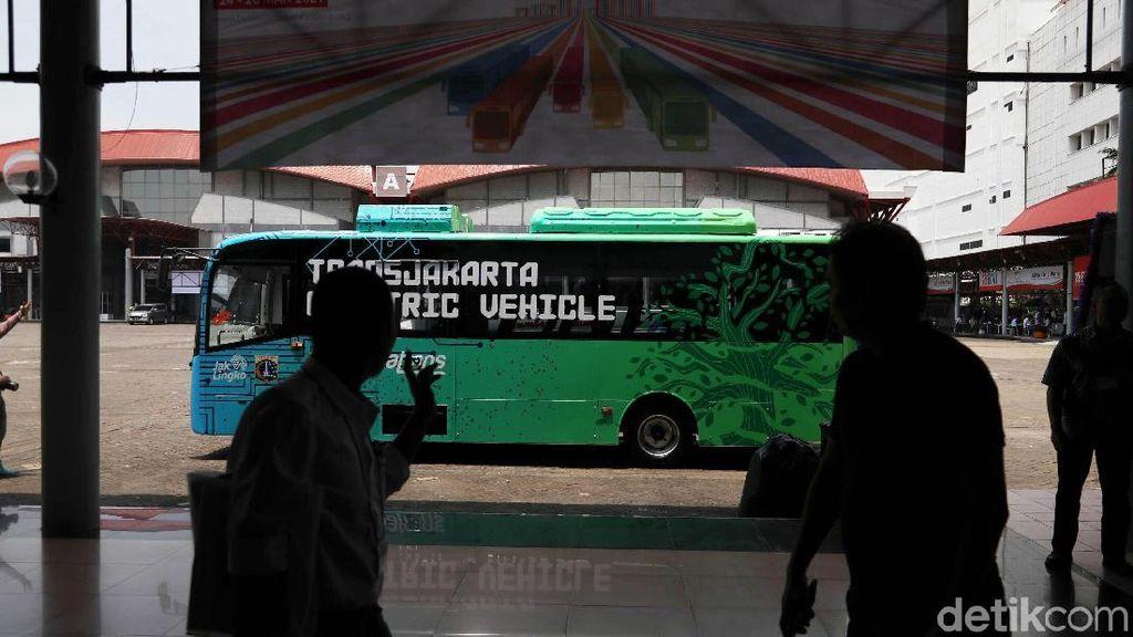 Cita-cita Pemerintah Armada Transjakarta 100 Persen Bus Listrik